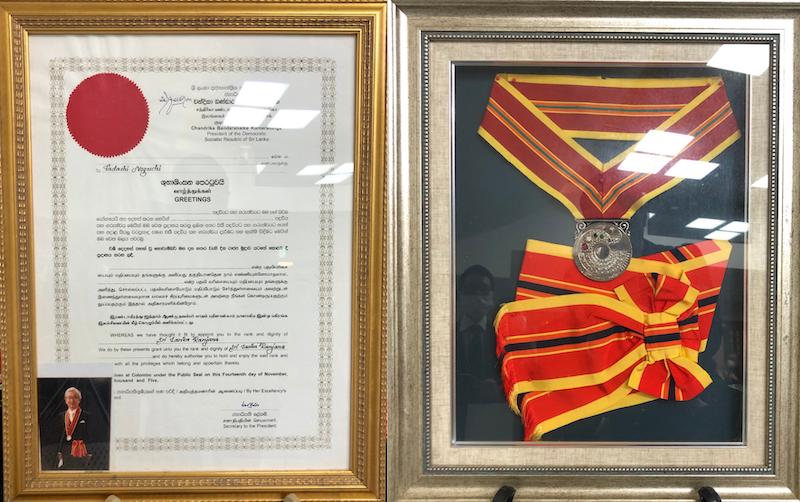 野口先生スリランカの勲章